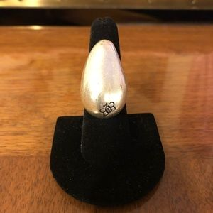 Women's size 6 1/2 silver ring with bumblebee
